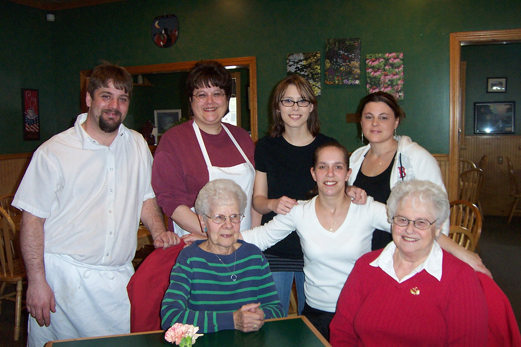 Standing, Chef, Jason Mashteare, Manager, Debbie Flemming, Co-Owner, Jessica Cross, Co-Owner, Amanda Wolcott and Waitress, Amy Ducharme - dcp 7883