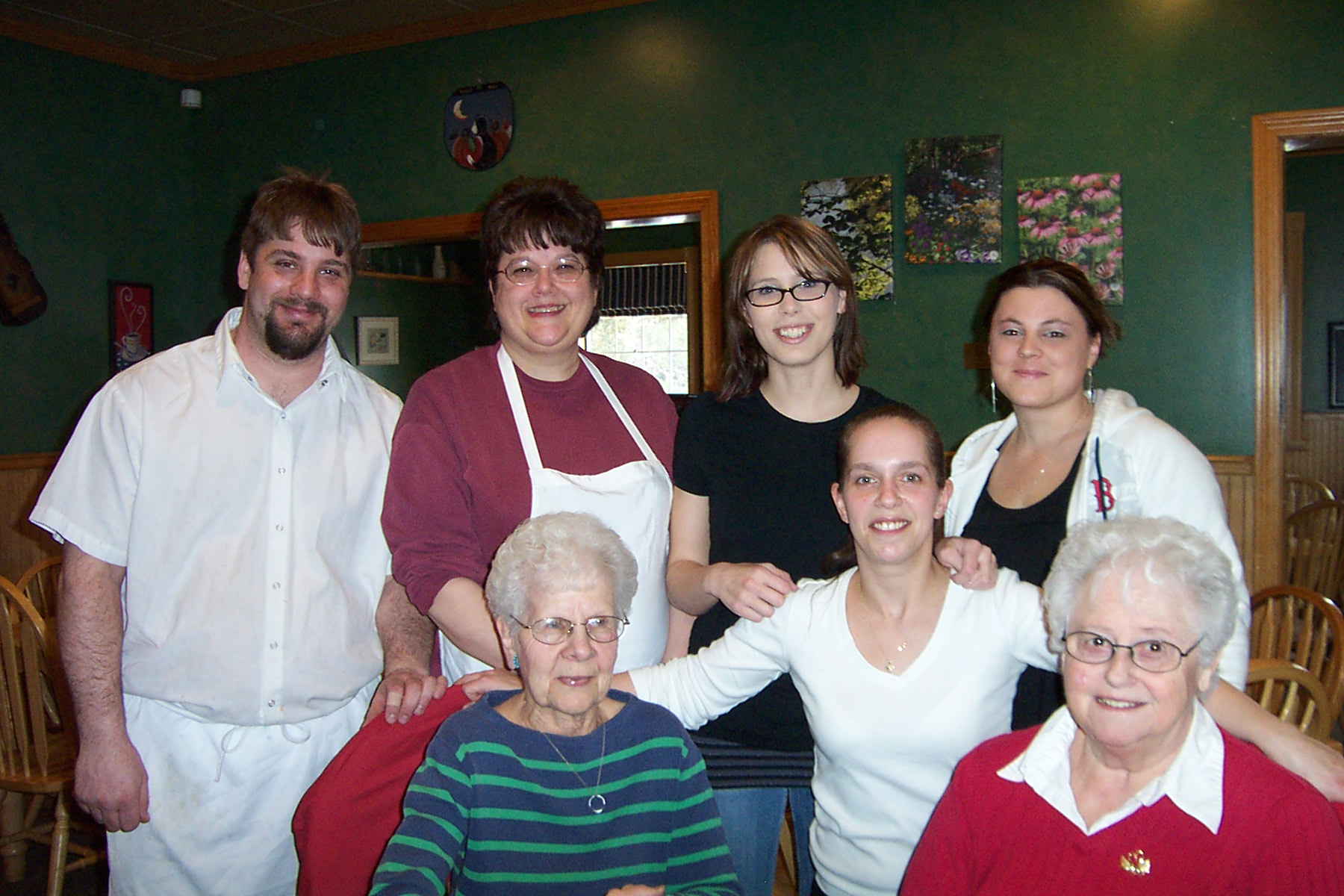 Standing, Chef, Jason Mashteare, Manager, Debbie Flemming, Co-Owner, Jessica Cross, Co-Owner, Amanda Wolcott and Waitress, Amy Ducharme - dcp 7884