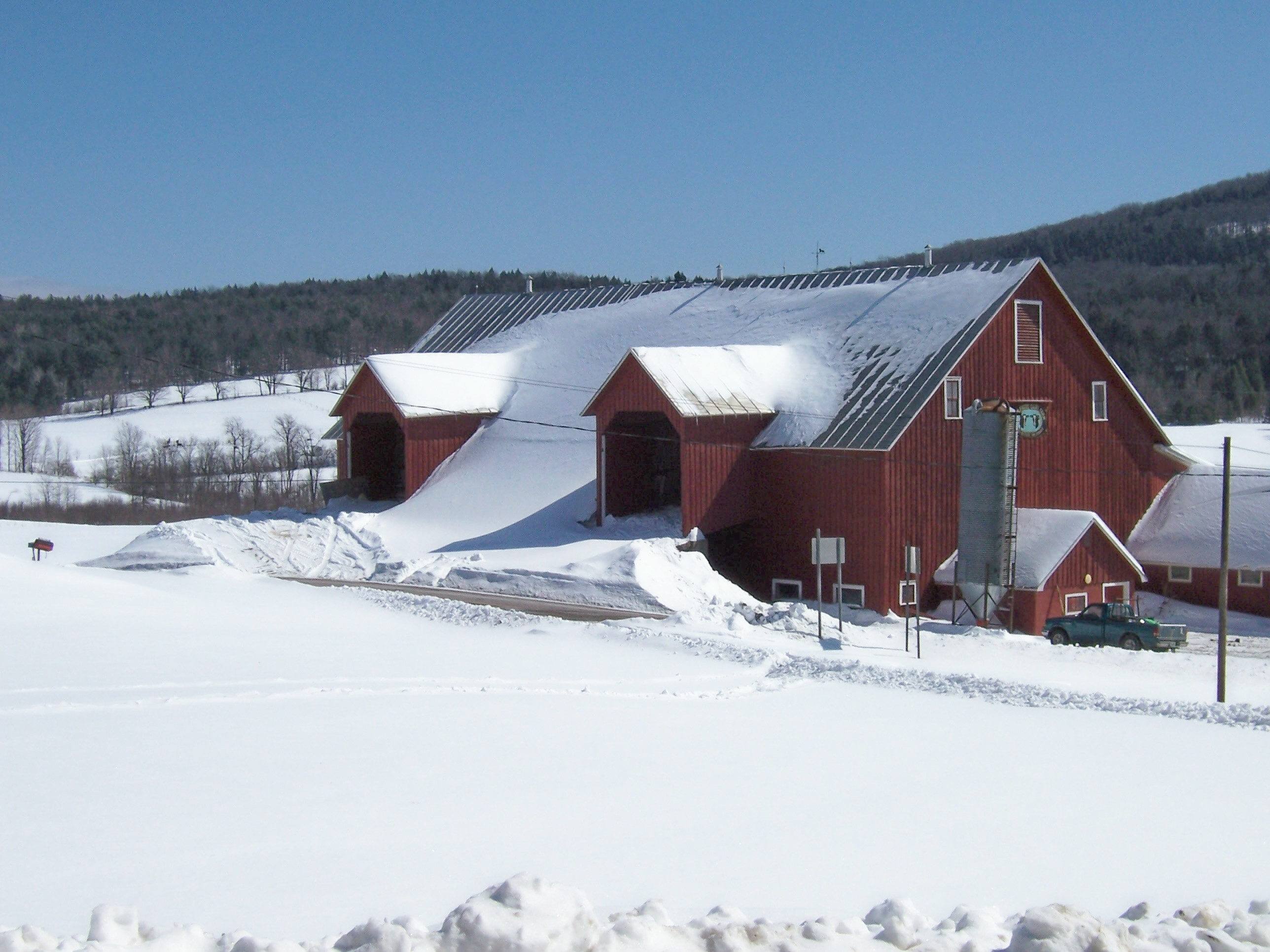 Douglas Webb Barn, Located on Buckhollow Rd