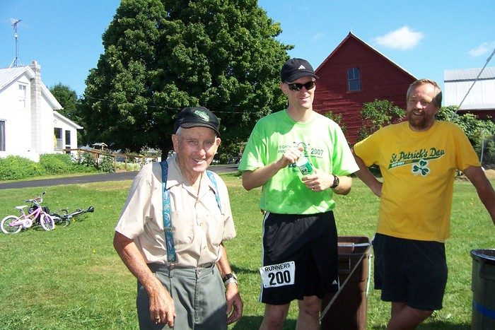 Orman Ovitt enjoys the activity which takes place on his lawn each year except for last year due to the River Road Bridge Construction - Runner Jamie Rigoni and Duane Leach enjoy a little visit with Orman - Egg Run 2007 005