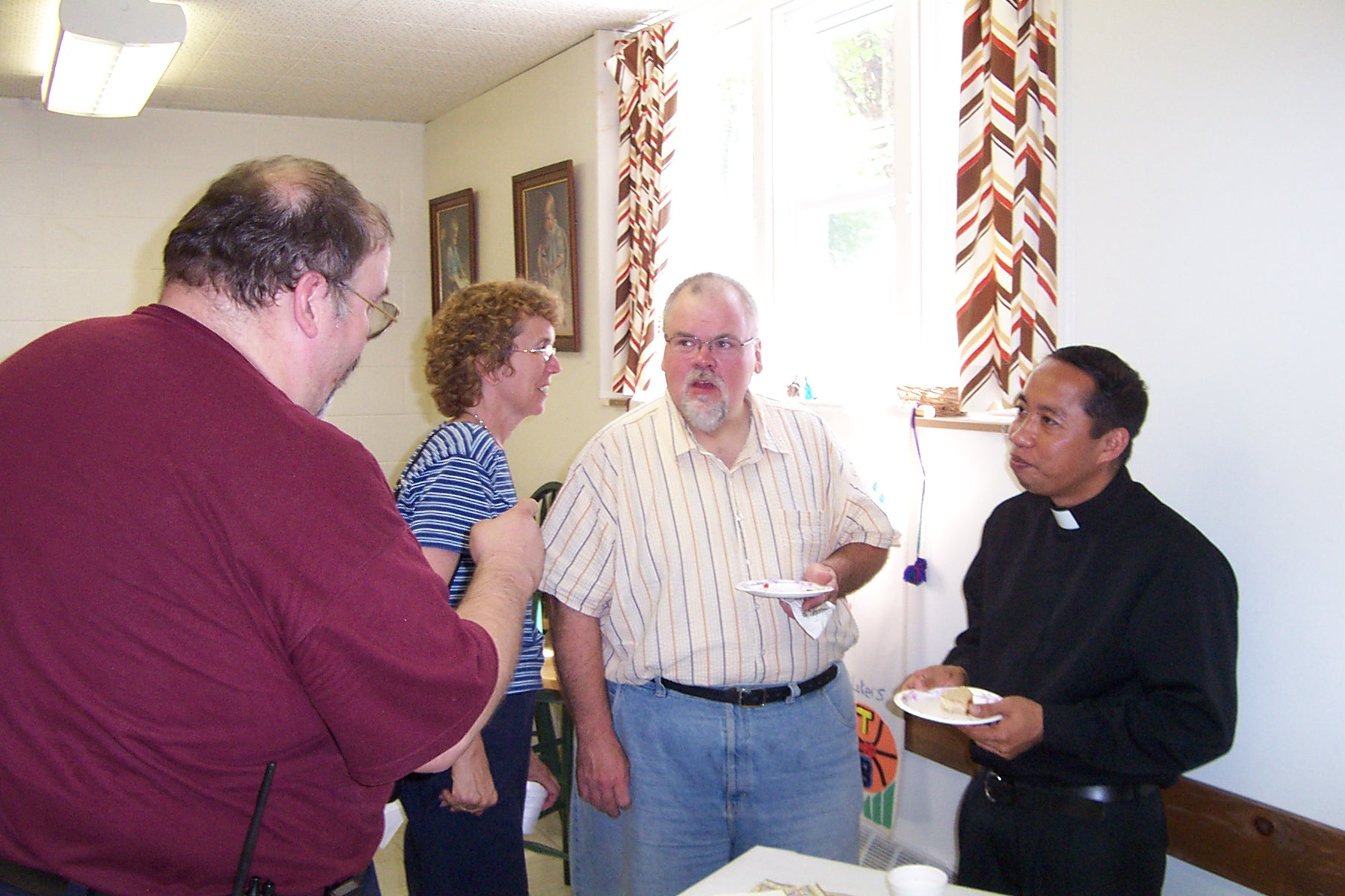 Steve, Kathy & Bob Bessette chat with Father Julian - 2008-07-06 011