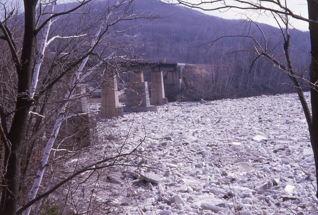 1964 Ice Jam In East Georgia - img012