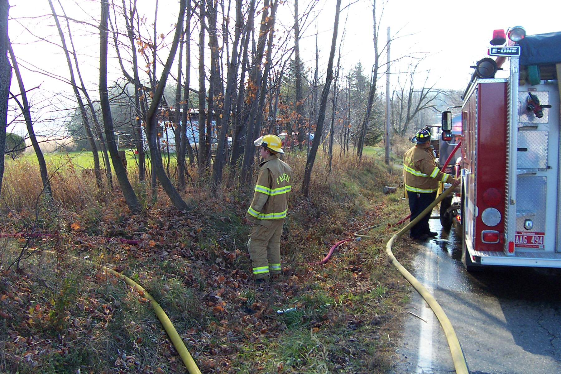 Steve Bessette and another fireman from Fairfax Fire man the hoses - 2007-11-10 012