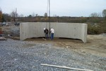 Crew removes cables from concrete structure - Picture 3744