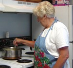 Alberta Clokey making gravy - senior07 070904