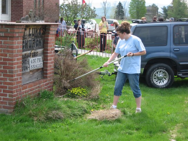 Kaitlin Minor - St. Lukes Church cleanup 034