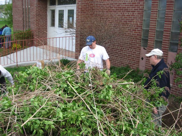 St. Lukes Church cleanup 042