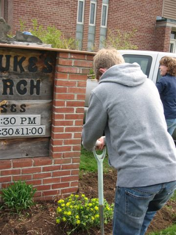 St. Lukes Church cleanup 051
