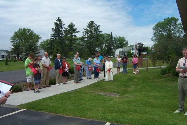 Vanzo, Horton & Groseclose families watch the flag raising - DCP 8690