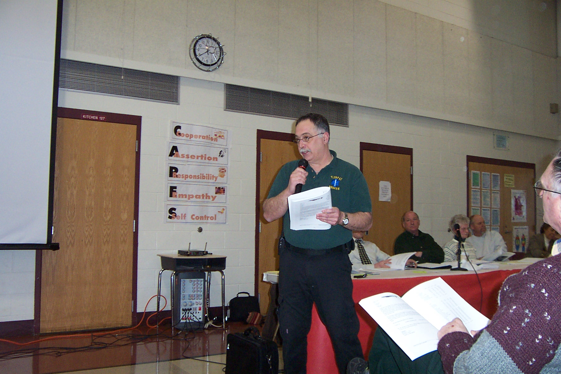 Mike Spaulding answers questions for The Fairfax Rescue Squad - twnmeeting 2008 013